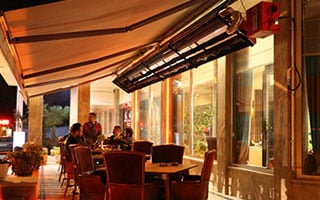 فضای باز و رستوران